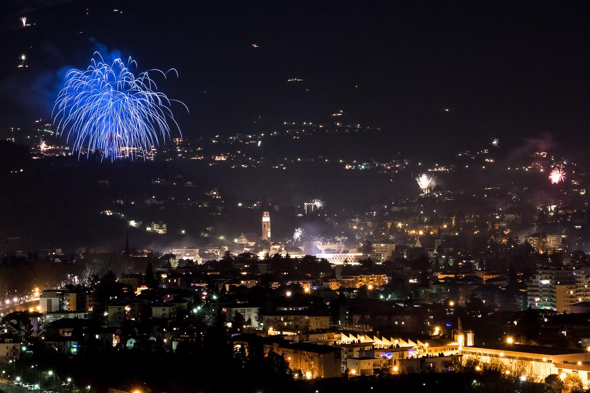 Feuerwerk über Meran Silvester Nacht