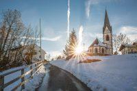 Kirche in Hafling mit Sonnenuntergang